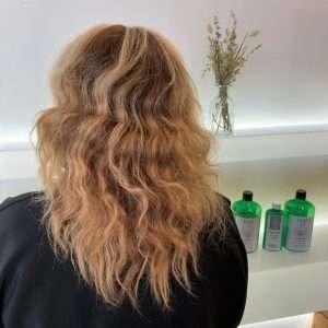 pelo roto y quebradizo