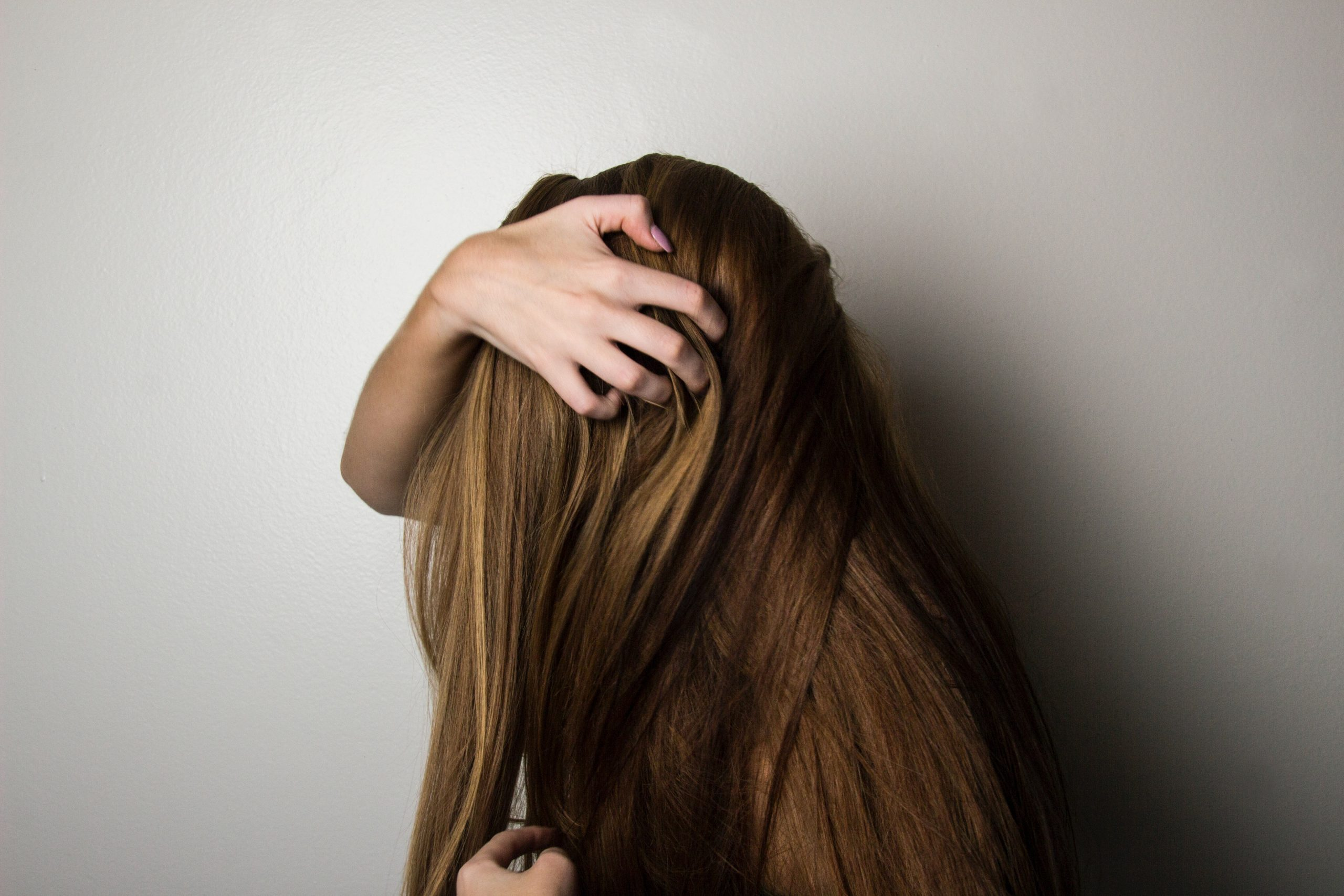 pelo fino y roto